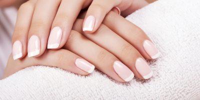 jak pielęgnować skórki przy paznokciach?